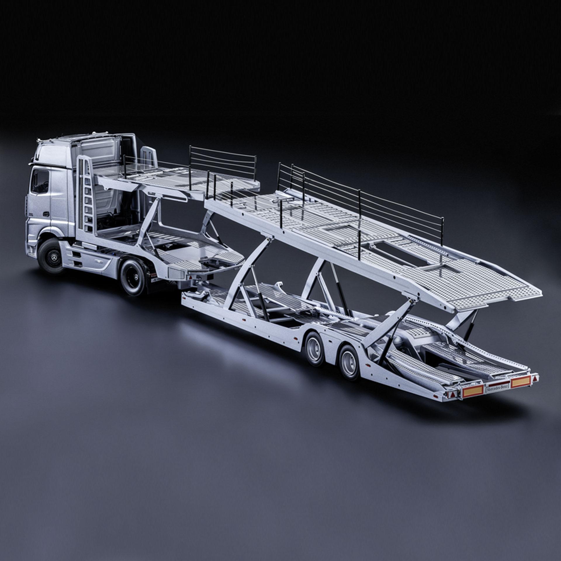 Mercedes-Benz Actros Autotransporter 1:18 silber