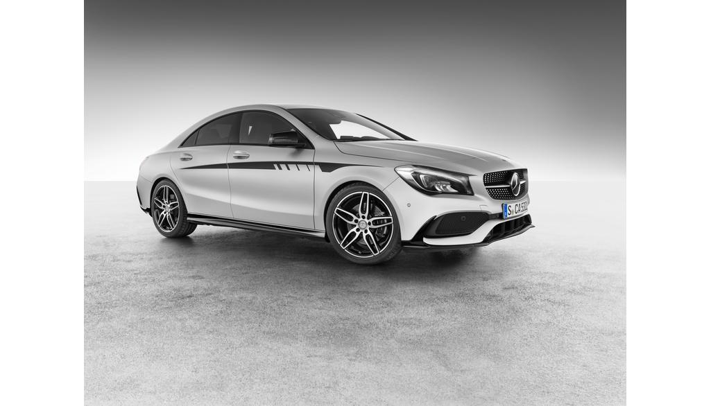 Mercedes-AMG CLA 117 Sportstreifen Seite