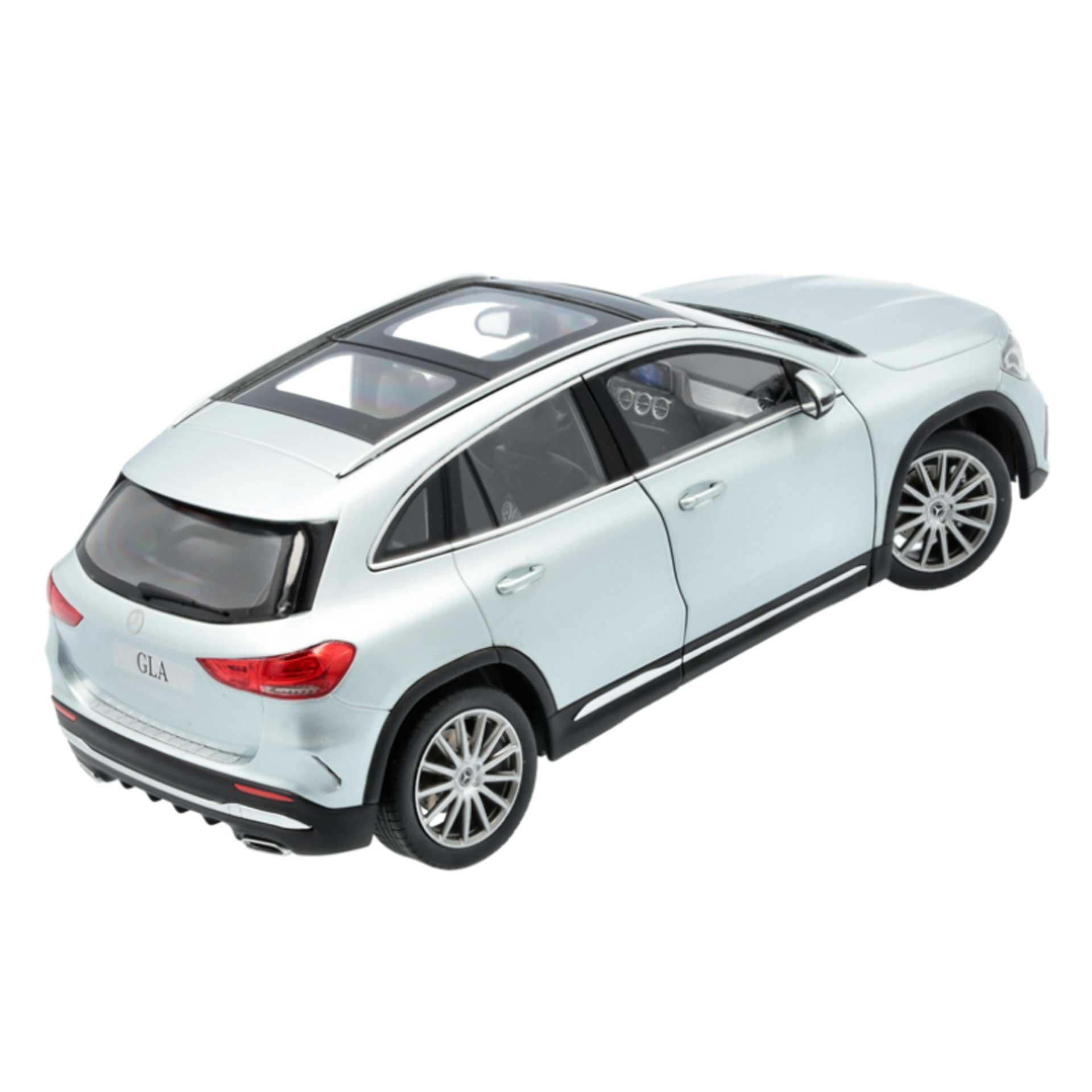Mercedes-Benz GLA Modellauto H247 1:18 iridiumsilber