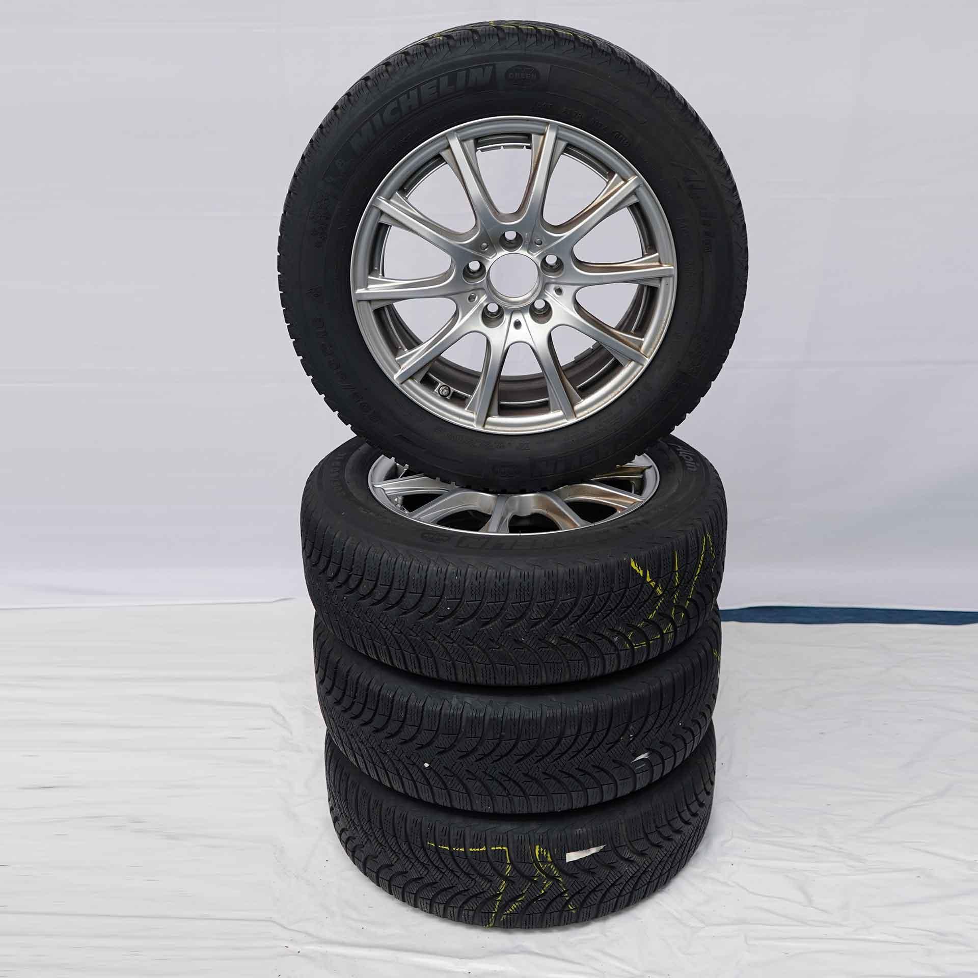 C-Klasse (205) Gebrauchter 16 Zoll Original Mercedes-Benz Winterkomplettrad-Satz Michelin