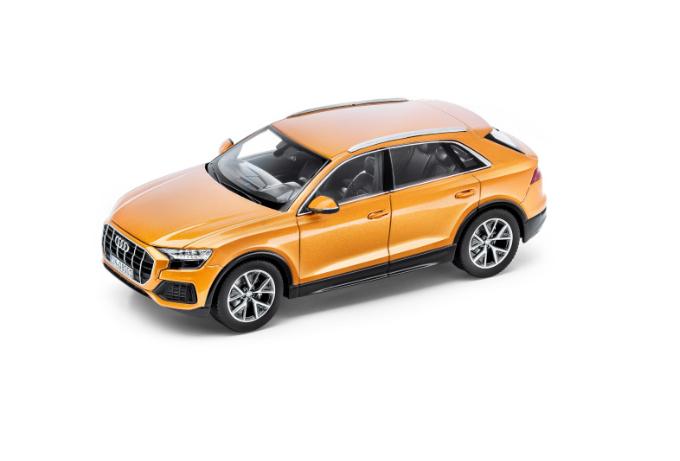 Audi Q8 Modellauto Drachenorange 1:43